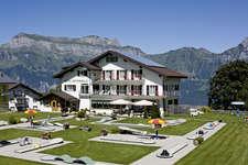 Hotel Mittenwald mit Minigolfanlage