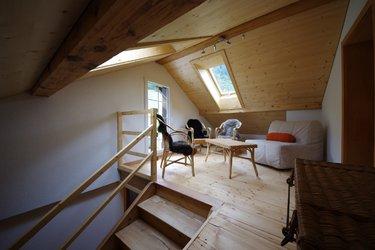 Lounge-Galerie unter dem Dach