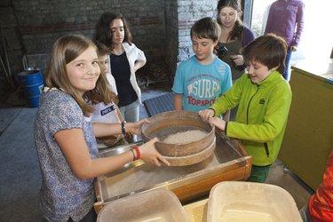 Brotbacken - Vom Korn zum Römerbrot