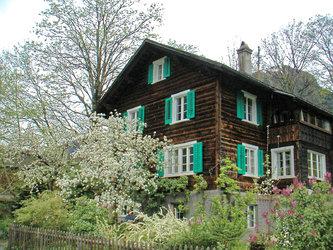 Das Glarner Haus (Strickbau): Die Ferienwohnung umfasst das ganze 2. OG